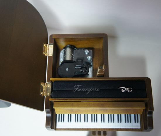 กล่องดนตรีเปียโน
