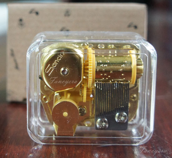 กล่องดนตรีในกล่องอะคริลิค