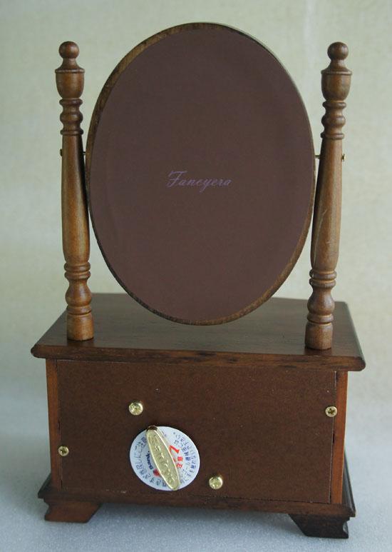 กล่องดนตรีลิ้นชักและกระจกเงา