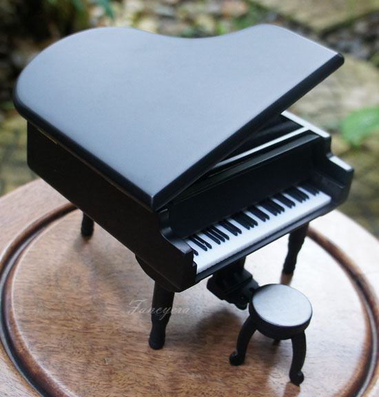 กล่องดนตรีเปียโนสีดำ